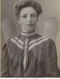 Born 23 June 1888 - Mary (Cissy) Elizabeth Holmes