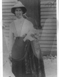 Telford/Photos/1901 YOUNG Ruth @ 18yo.JPG
